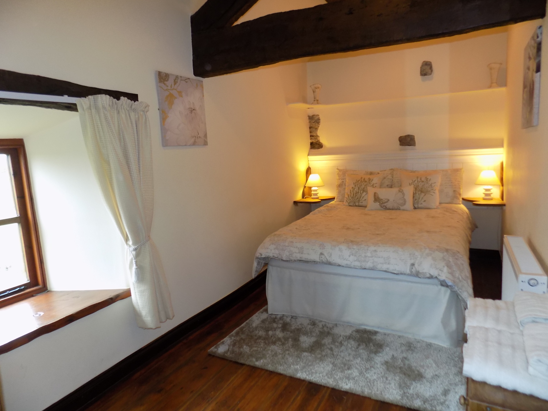 Twin or double bedroom overlooking countryside fields.